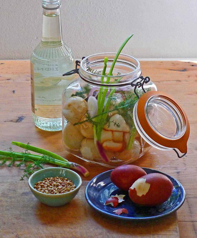 7a-eggs-pickle-jar