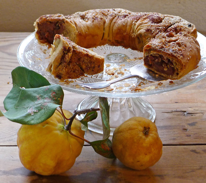 quince-rolled-pie-round-sw