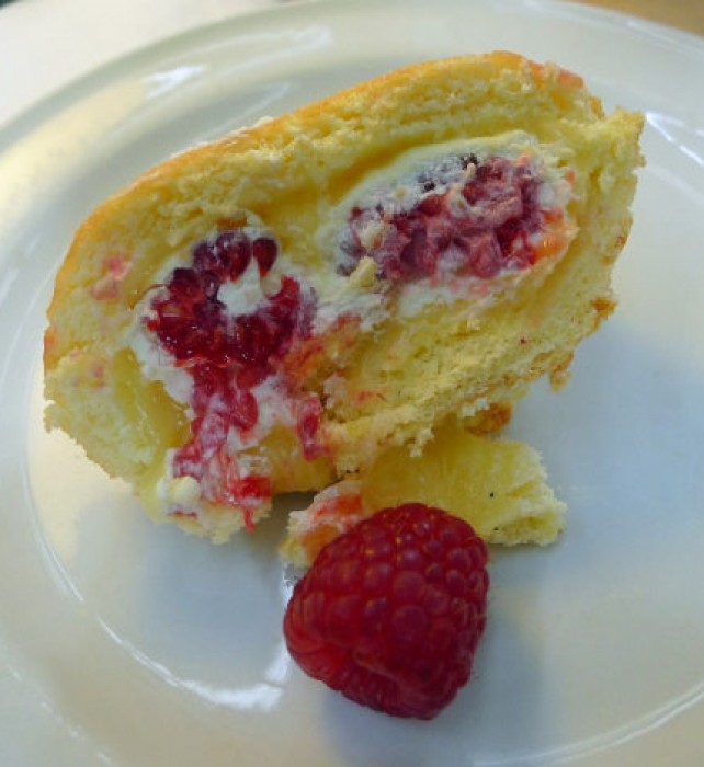 Sunday Lunch Lemoncurd Swiss roll with rasberries.