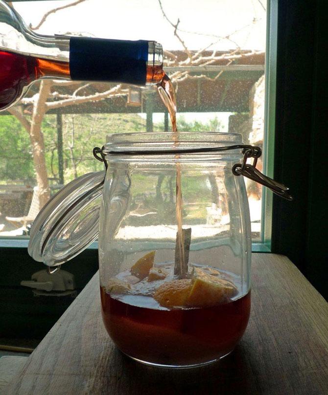 4-orange-wine-pouring670
