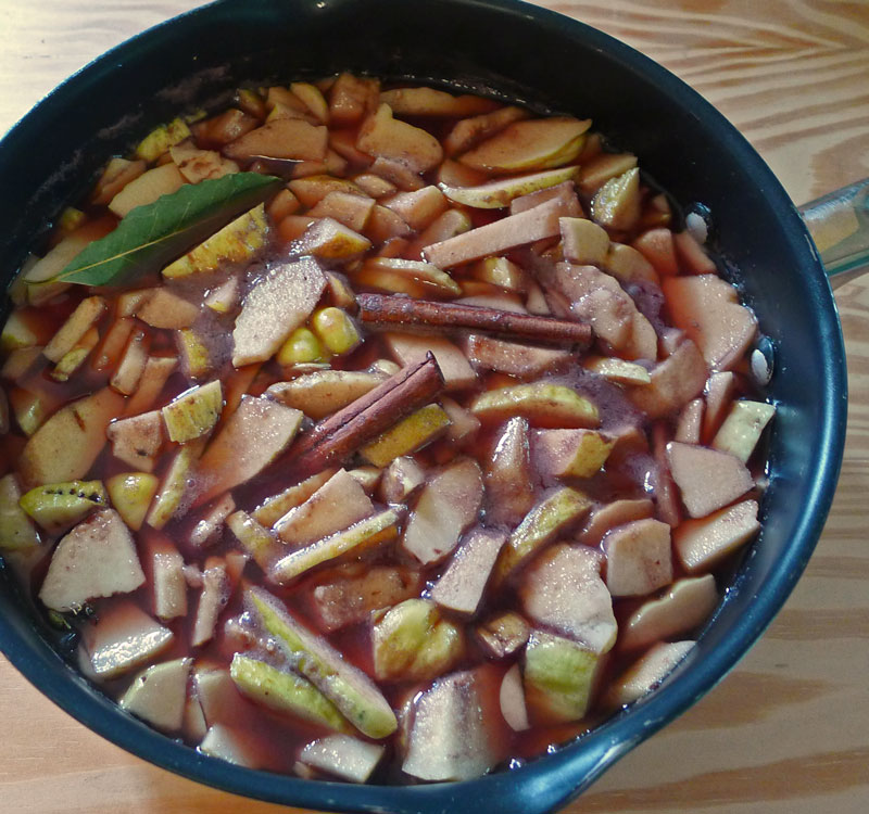 quince-pieces-in-pan-sw